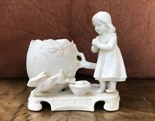 Joli Biscuit Petite Fille Lapin Et Oeufs Signé Et Numerote 9213 Longueur 10cm