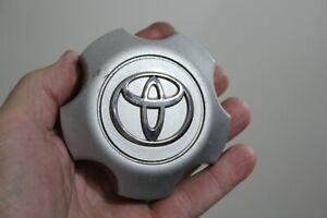 2001 02 03 04 05 06 2007 Silver Toyota Highlander alloy wheel center cap