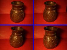 Ancien  Pot en bois a étrange et inquiétant décor , Inde