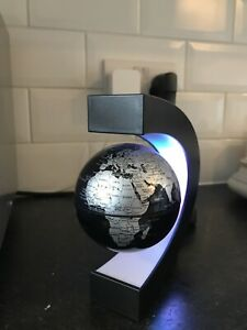 GLOBE Floating and Rotating in Midair Silver Desk Decoration