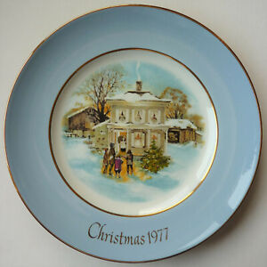 1977 Avon Christmas Plate With Box – Carollers in the Snow