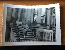1957 PHOTO BROOLYN NY WOMAN ON STEPS STOOP 8TH AVE 28TH ST