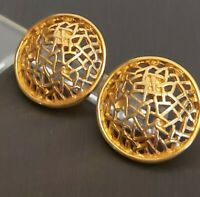 LOVELY 80S VINTAGE DETAILED ROUND GOLD TONE PIERCED EARRINGS