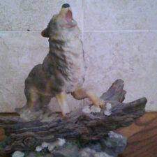 #39 - Howling wolf on Log figurine