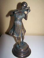 bronze femme au violon