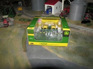 1/64 John Deere 7200 8 Row MaxEmerge Planter by SpecCast - Tractor Not Included