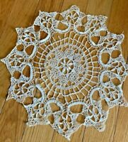 "Vtg Hand Crochet Table Runner Circle Dresser Scarf Lace Doily 15.5"" Diameter"