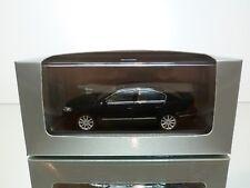 MINICHAMPS VW VOLKSWAGEN PASSAT 2.0 TDI - DARK BLUE 1:43 - EXCELLENT IN BOX