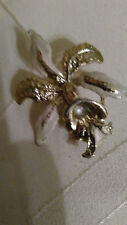 Vintage Cream and gold lily brooch