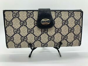 Gucci wallet/checkbook women used