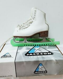 Jackson 500 Lady's Ice Figure Skating Boots Pre owned boxed + Guards