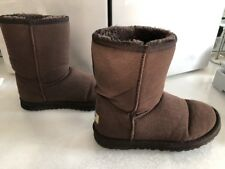 Women Authentic Uggs Sz 6 Classic Short Brown Boot Excellent Preowned Style 5825