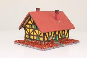 Spur N Fachwerkhaus mit Blumengarten Laser Cut aus Holz fertig aufgebaut