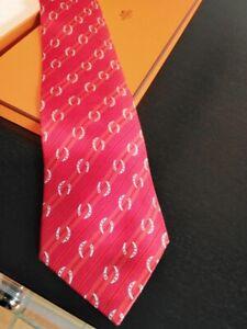 cravate en soie hermès rouge n° 5276 SA dans sa boîte