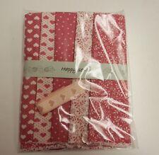 Rosa Rosa Mix-Algodón Craft Packs - 5 Grasa ochos, Cinta & button-100% Algodón