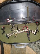 Hoyt Vectrix XT 500 compound bow. Comes with case, quiver, quick release.