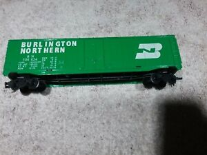 """VINTAGE TYCO """"BURLINGTON NORTHERN"""" HO SCALE LONG GREEN BOXCAR PRE-OWNED"""