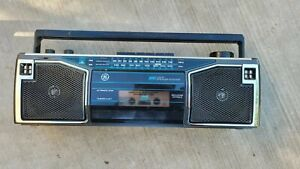 GE Portable Radio Tape Cassette Player 4 Speaker Boombox AM/FM AC Batteries