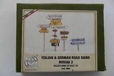 MODEL VICTORIA 1:35 ITALIAN & GERMAN ROAD SIGNS RUSSIA 2 WWII IN RESINA ART 4062