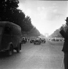 PARIS c. 1947 - Autos Champs Élysées - Négatif 6 x 6 - N6 P27