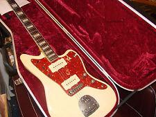 Guitarra eléctrica Fender Jazzmaster y caso