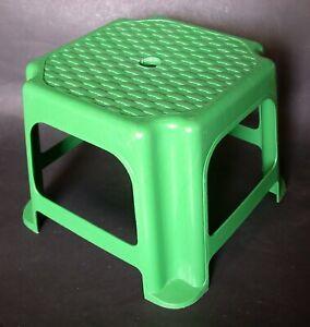 TABOURET  plastique vert  hauteur 20 cm
