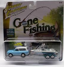 1:64 JOHNNY LIGHTNING GONE FISHING 2017 REL 2B 1969 CHEVY BLAZER w/ BOAT TRAILER