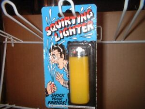 Water Squirting Lighter.Classic.Joke trick.Loose Uncarded.Guaranteed delivery