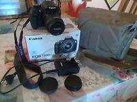 Fotocamera reflex Canon EOS 1300 D, completa di obiettivo e borsa