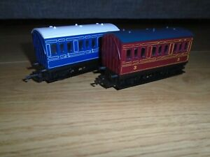 Pair of 4 Wheeled Coaches for Hornby OO Gauge Sets