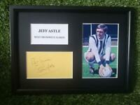 Jeff Astle (West Bromwich Albion) PRINTED SIGNED AUTO A4 PHOTO MOUNT - PRINT