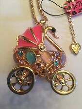 Betsey Johnson Rhinestone SWAN CARRIAGE golden W MOVABLE WHEELS Necklace-BJ10321
