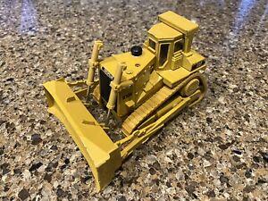 ERTL CAT Caterpillar D10N Track-Type Tractor Diecast Metal 1/50 Construction