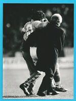 Napoli - Brescia Maradona esce dal campo infortunato - fotografia originale 1987