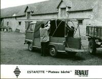 Photo de presse ancienne Estafette Renault  usine Billancourt