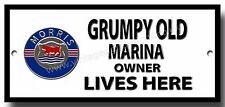 Al Grumpy Old Morris Marina proprietario vive qui metallo segno.