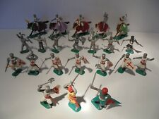 A LARGE JOB LOT OF VINTAGE TIMPO KNIGHTS ON HORSEBACK AND FIGURES
