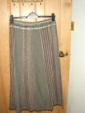 NUEVO una falda gris 12 largo per impresionante Marks y Spencer