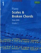 Piano Scales & Broken Chords, Grade 1 (ABRSM Scales & Arpeggios) . 9781860969133