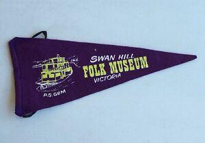 VINTAGE SWAN HILL FOLK MUSEUM AUSTRALIA SOUVENIR PENNANT FELT CLOTH WALL FLAG
