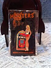 """NOS HOOTERS GIRL WITH MUSIC """"JUKEBOX"""" LAPEL PIN"""