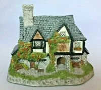 David Winter Cottage - 1985 Made in England Collectible - Hogs Head Beer House