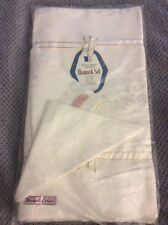 Damask Tablecloth and 8 napkin set-White-leaf and floral design-NEW in Package