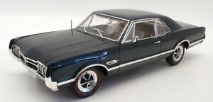 Highway 61 1/18 Scale Diecast 50352 - 1966 Oldsmobile 4-4-2 - Forest Green