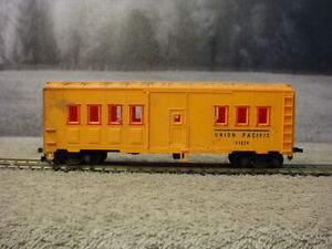 Tyco HO scale Maintenance of Way Dorm car Union Pacific 41824 Hook Horn Couplers
