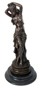 Bronze Akt, Frau mit Tuch sitzend auf Marmorsockel, 100% Bronze