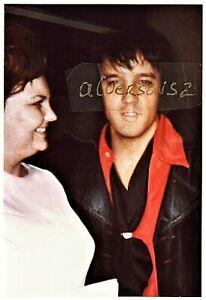 ELVIS PRESLEY CANDID STUDIO B PHOTOGRAPH - NASHVILLE, TN - JUNE 6, 1970