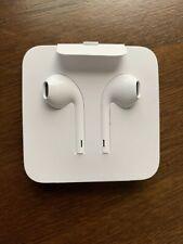 Apple Earpods Lightning Connector - White