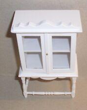 schöne kleine Vitrine in weiss, 1:12 Miniatur, Puppenhaus