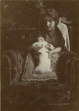 PHOTO ANCIENNE - VINTAGE SNAPSHOT - MAMAN BÉBÉ EMMAILLOTÉ FAUTEUIL 1931